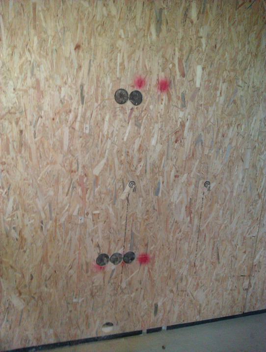 Naše dřevostavba - malá, ale milá :) - Zásuvka a anténa pro TV uprostřed stěny