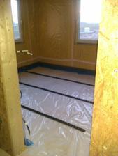 fólie, dilatace a příprava lišt na podlahové vytápění