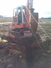 po dlouhé době hezké počasí umožnilo konečně začít pracovat na přípojkách - začali jsme studnou..