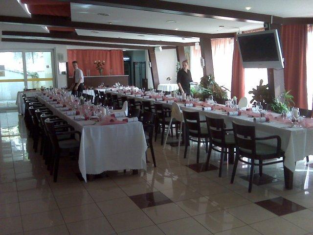 Svadobna hostina - je to velmi pekny slnecny priestor, ma aj terasu