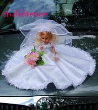 Na moje autí prý jedině panenku... Už ji mám-vlastní výroba šatiček :-)