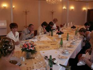 slavnostní oběd s rodinou a svědky