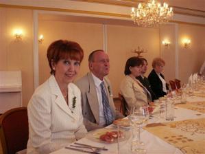 nevěstina strana stolu