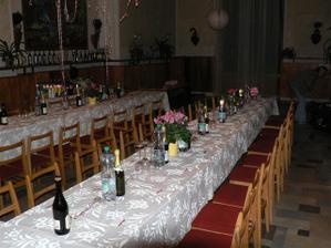 slavnostní tabule na hradě Doubravka