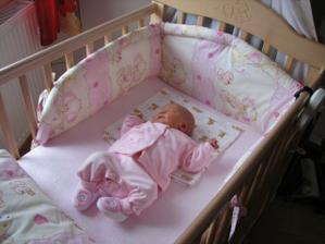 Adélka se narodila 7.6. - přesně měsíc před prvním výročím svatby