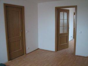 Dveře do ložnice a šatny.
