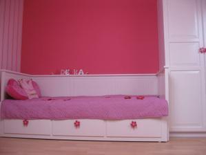 Ještě chybí kobereček před postelí