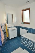 spodní koupelna k ložnici