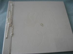 svadobny album som dostala od Lenky & Gabiky k narodkam... dik baby
