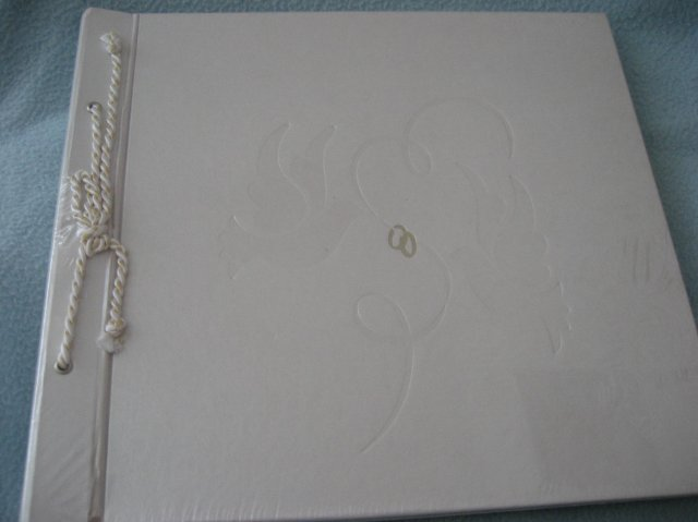 Silwietta - svadobny album som dostala od Lenky & Gabiky k narodkam... dik baby