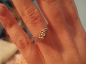 .zásnubní prstýnek na mé ruce..