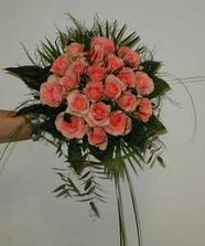svatební kytička-miluji růže tak snad to dopadne