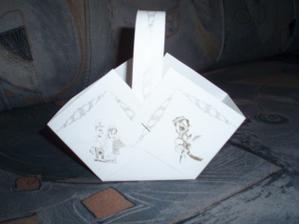 ..tak takový bude náš košíček na koláčky, bude na stříhání takže mě čeká fuška :-))