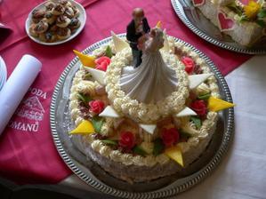 náš svatební dort - od mé svědkyně, je to šikulka byl nádherný a moc dobrý