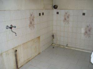 původní kuchyň, ovšem po dvou dnech uklízení a drhnutí