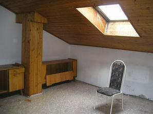 původní stav budoucího dětského pokojíčku, palubky příjdou pryč, okno bude nové.