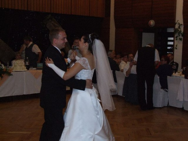 Kačenka (Vicky){{_AND_}}Ondrík - prvý manželský tanec