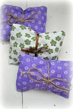 levandulové vankúšiky, nádherne voňajú a sú vhodne do šatníka proti moliam :)