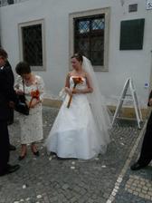 nevěsta před místem činu