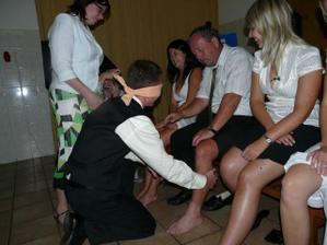 poznávání nevěsty podle nohy... poznal! :)