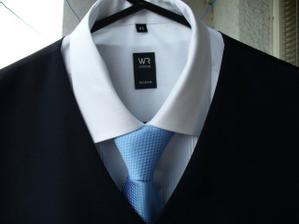 miláčkova košile, oblek hoodně tmavě modrý