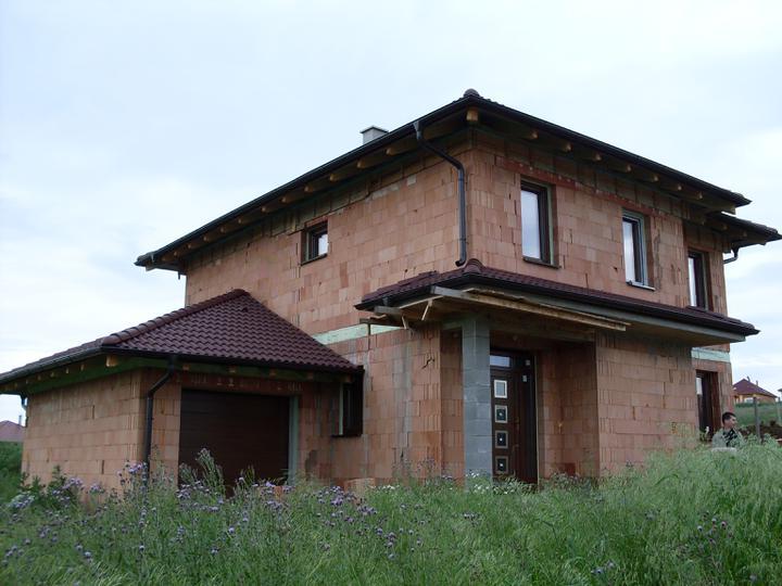 Stavba a interier - jun 2010 Okna su na mieste :)