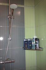 po třech letech mi nadělil ježíšek poličku do sprchy!!!!!!