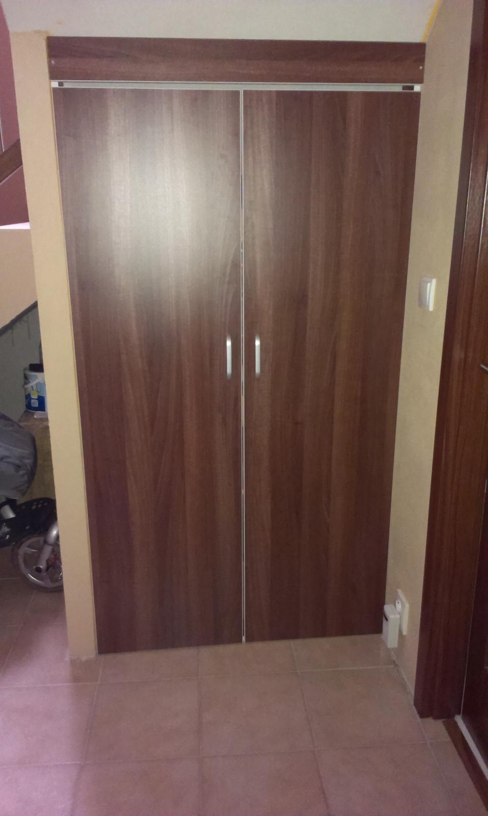 Bydlíme :) - a dveře do špajzky