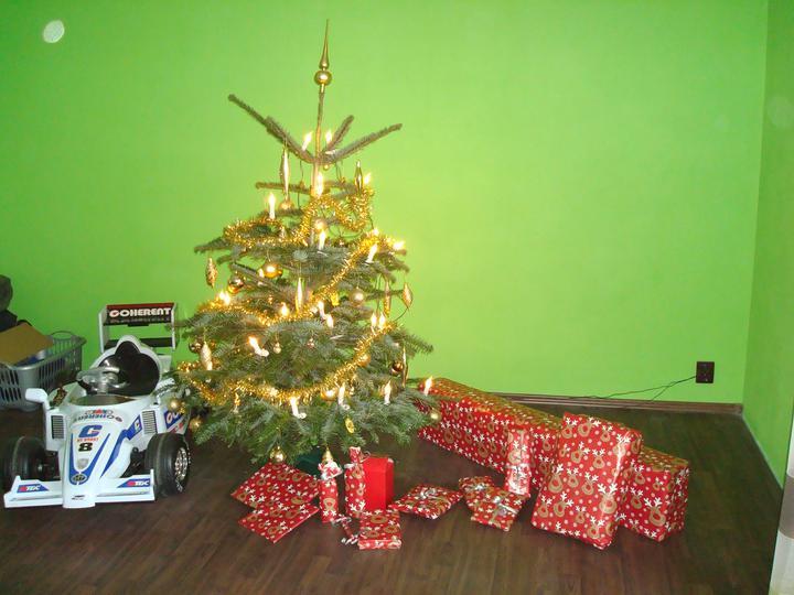 Bydlíme :) - připraveny dárky pro rodinu - do štědrého dne už budu v práci ...