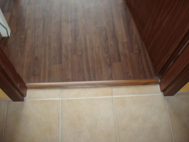Bydlíme :) - přechodová lišta do ložnice - lepená