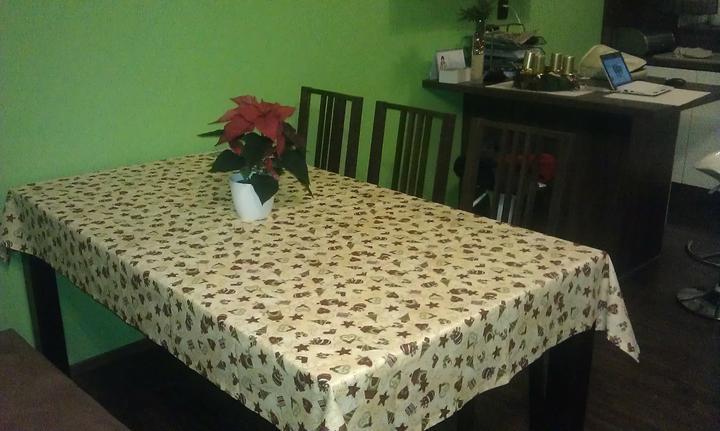 Bydlíme :) - no nevím - ke stolu 180cm - moc místa pro 3 tam není ..