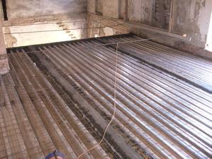 připravené patky na zítřejší betonování :-)