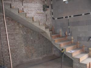 odšalované schodiště  drží :-)