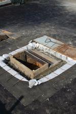 debnenie šachty a zaliatie betonom
