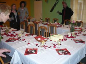 tak toto byla svatební tabule, moc se nám to líbilo :o)