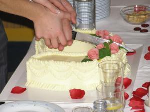krájení svatebního dortu :o)