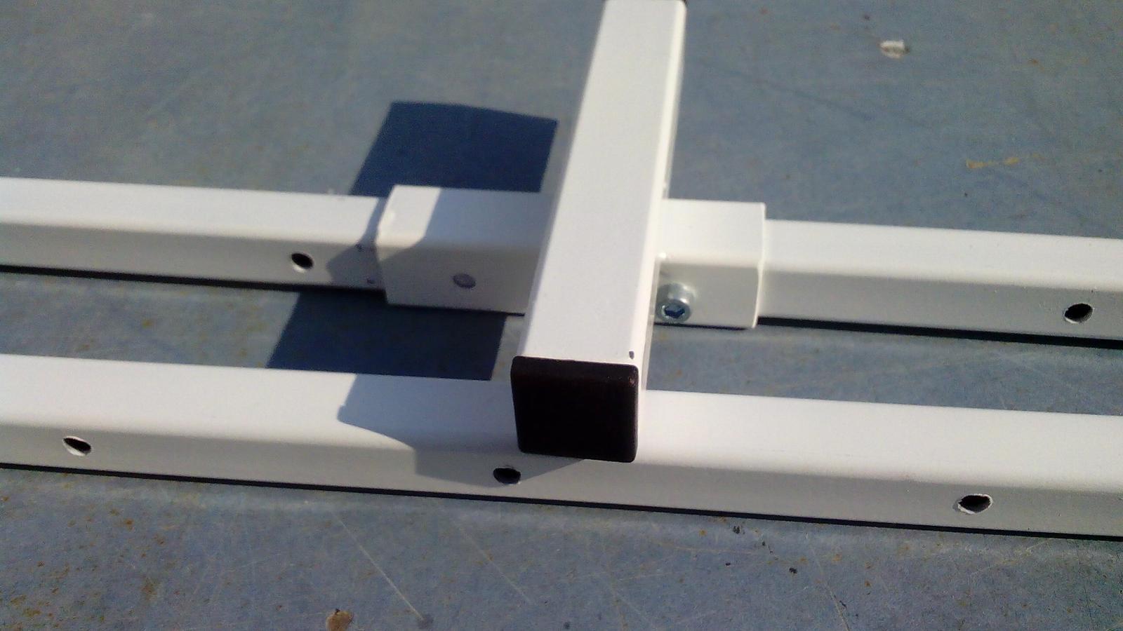 Dlhé stolárske svorky - Posuvná časť zaistená proti posunutiu kolíkom zhotoveným zo skrátenej imbusovej skrutky