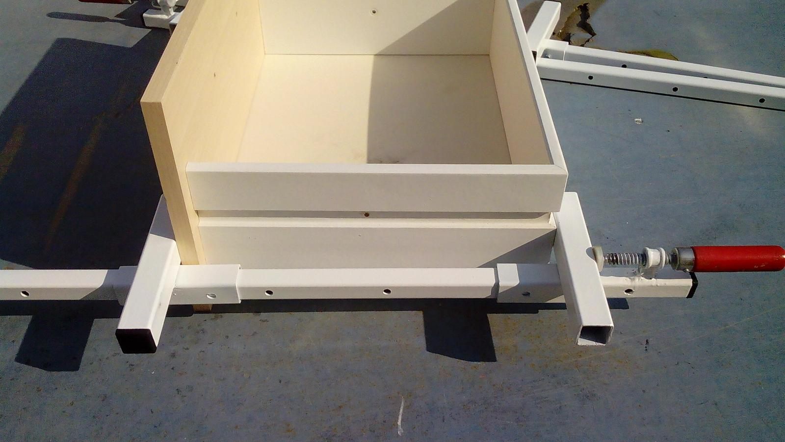 Dlhé stolárske svorky - Zosvorkovaná zásuvka