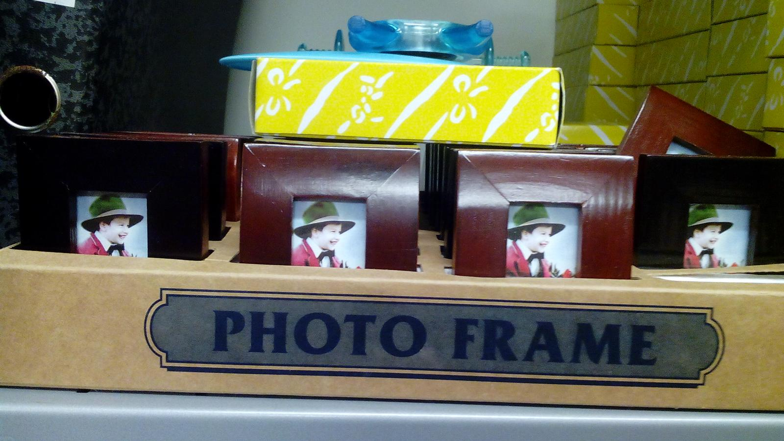 Kráľovstvo gombíkov (a aj všetkého iného) - Skutoční drevené fotorámiky rozmer cca 6x3cm za 0,50€