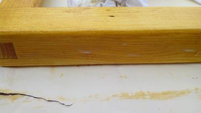Nanesená vrstva vosku ešte pred rozleštením