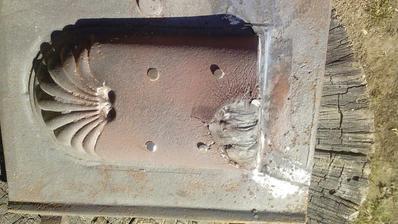 Zalepené už spomínaným lepidlom na kov a miesto, kde bola prasklina je obrúsené rozbrusovačkou