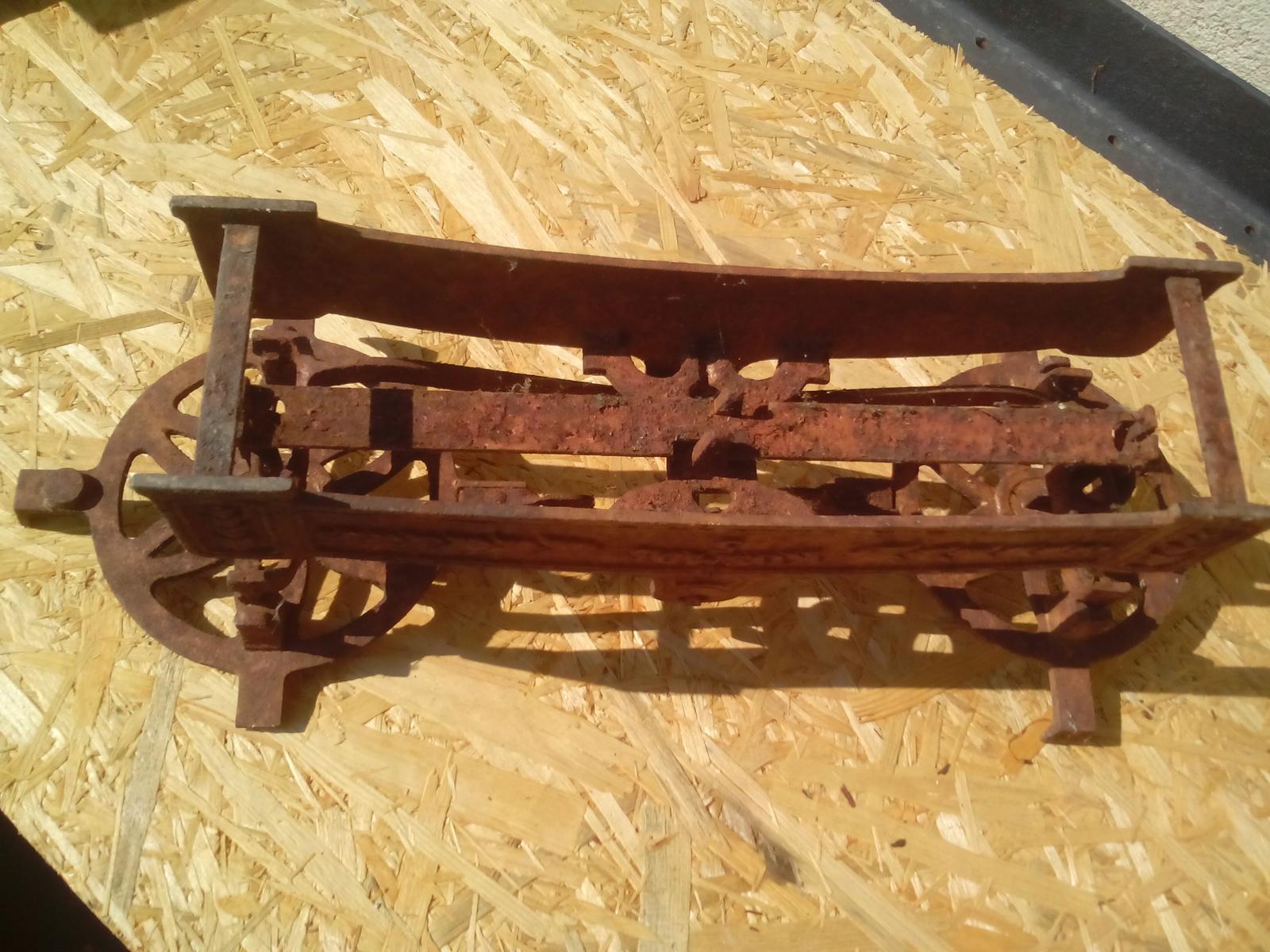Renovácia jednej starej váhy - A zo spodnej strany je to ešte horšie, ako z hornej