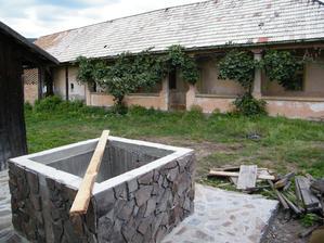 Táto studňa je vo dvore rodinného domu, ktorý kúpila obec a v blízkej budúcnosti sa bude rekonštruovať a dom bude slúžiť ako múzeum obce.