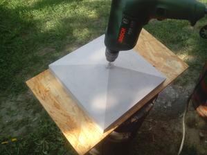 Do betónových striešok potrebujem navŕtať otvor priemeru 40mm Žiaľ, touto vrtačkou to nejde.