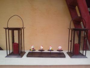 Všetky tri zrenovované svietniky si našli čestné miesti na gángu a budú určite pekne dopĺňať atmosféru Vianoc.
