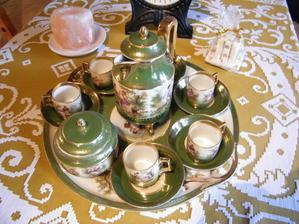Prekrásna porcelánová kávová súprava, ktorá sa  u nás v rodine dedí už po tri generácie