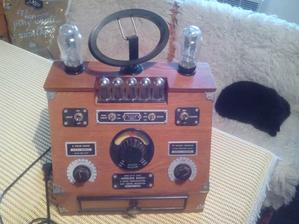 Čo by to bolo za chalupu, ak by tam nebolo staré rádio. Toto v izbe...