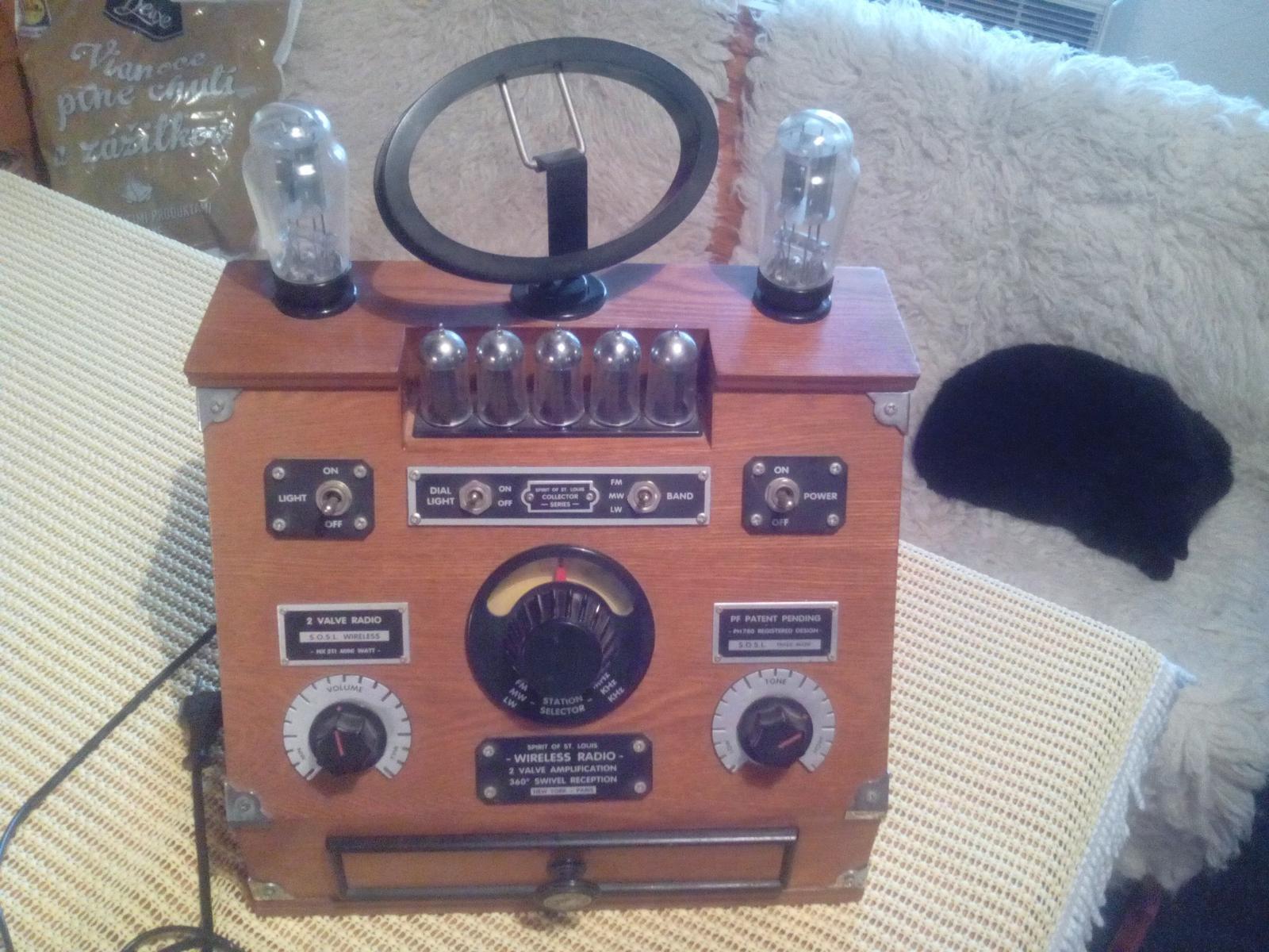 Drobnosti ktoré potešia - Čo by to bolo za chalupu, ak by tam nebolo staré rádio. Toto v izbe...