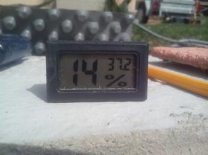 Dnes 6.4.2015. bolo na slnku 37°C.