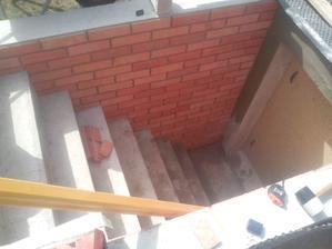 Konečne som dokončil obklad aj na druhej strane schodiska